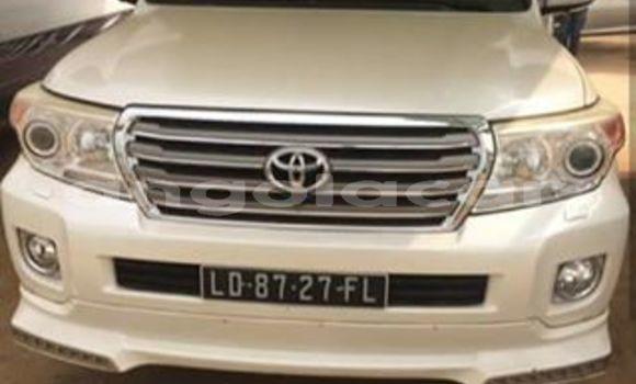 Comprar Usado Toyota Land Cruiser Bege Carro em Luanda em Luanda Province