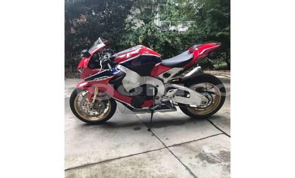 Comprar Usado Honda CBR 1000 RR Bege Moto em Luanda em Luanda Province