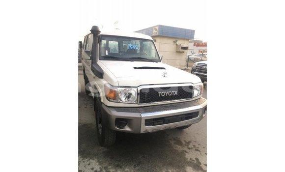 Acheter Importé Voiture Toyota Land Cruiser Blanc à Import - Dubai, Province de Bengo