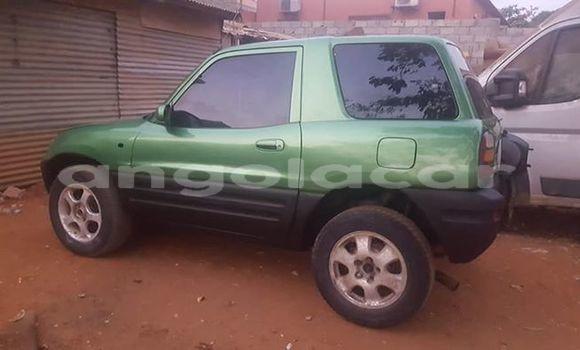 Comprar Usado Toyota RAV4 Verde Carro em Luanda em Luanda Province