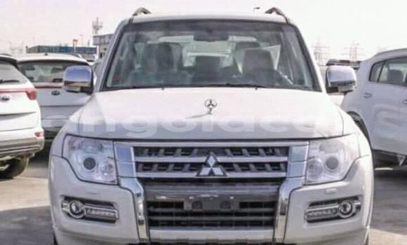 Comprar Usado Mitsubishi Pajero Prata Carro em Luanda em Luanda Province