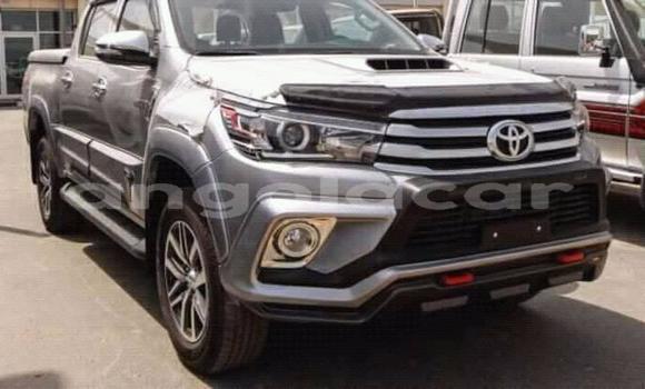 Comprar Usado Toyota Hilux Prata Carro em Luanda em Luanda Province