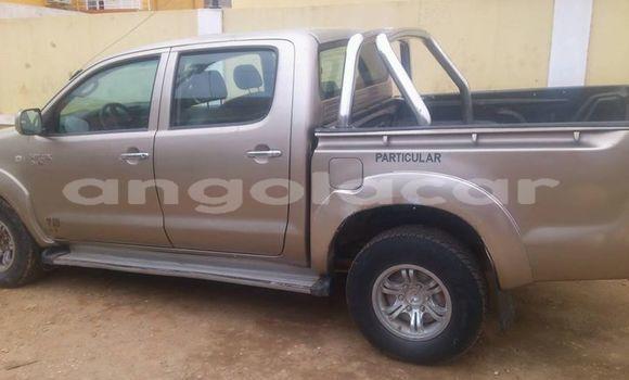 Comprar Usado Toyota Hilux Bege Carro em Luanda em Luanda Province
