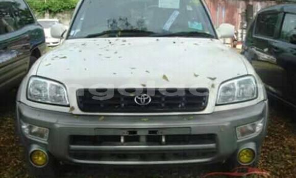 Comprar Usado Toyota RAV4 Branco Carro em Luanda em Luanda Province