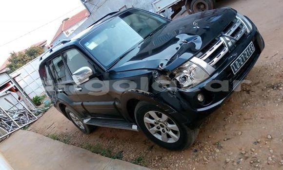 Comprar Usado Mitsubishi Pajero Preto Carro em Luanda em Luanda Province