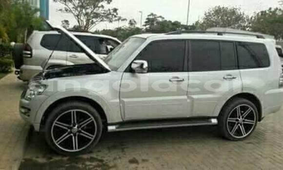 Comprar Usado Mitsubishi Pajero Branco Carro em Luanda em Luanda Province