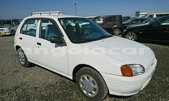 Comprar Usado Toyota Starlet Branco Carro em Lobito em Benguela
