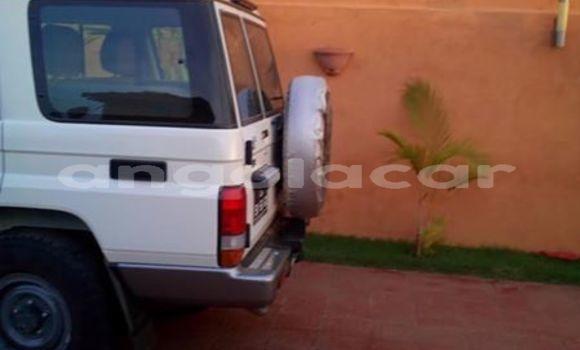 Comprar Importar Toyota Land Cruiser Branco Carro em Luanda em Luanda Province