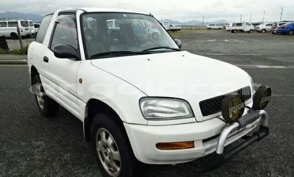 Comprar Usado Toyota RAV 4 Branco Carro em Luanda em Luanda Province