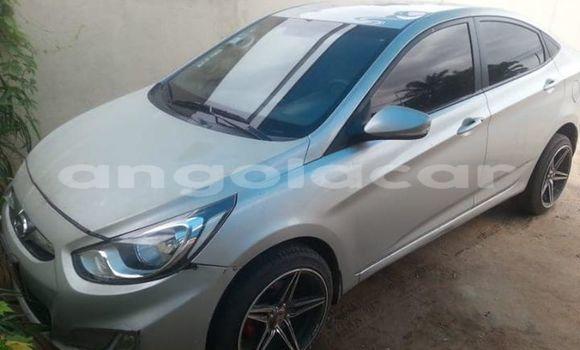 Comprar Usado Hyundai Accent Prata Carro em Luanda em Luanda Province