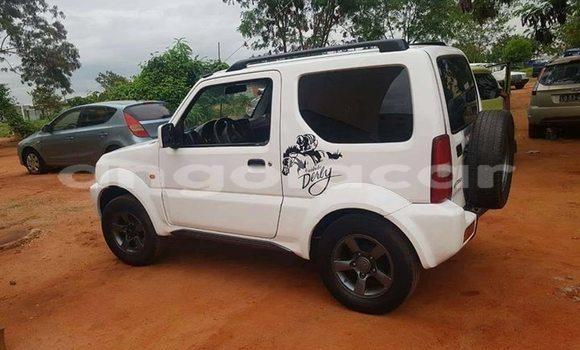 Comprar Usado Suzuki Jimny Branco Carro em Luanda em Luanda Province