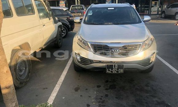 Comprar Usado Kia Sportage Prata Carro em Luanda em Luanda Province