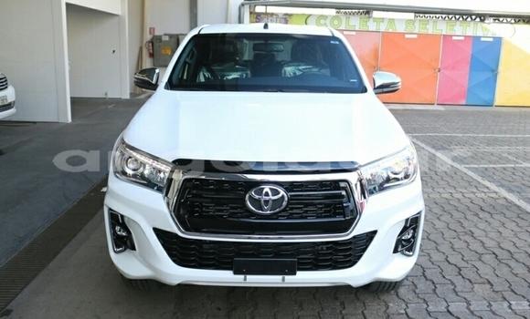 Comprar Novo Toyota Hilux Branco Carro em N'zeto em Zaire
