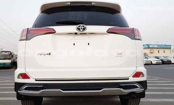 Comprar Importar Toyota RAV 4 Branco Carro em Import - Dubai em Bengo Province