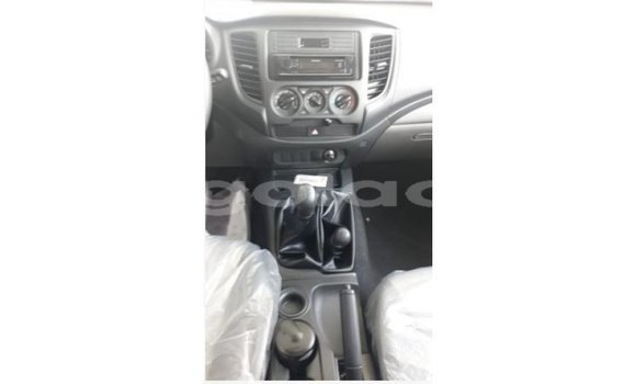 Comprar Importar Mitsubishi L200 Branco Carro em Import - Dubai em Bengo Province