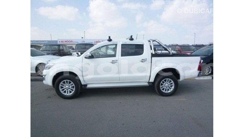 Big with watermark toyota hilux bengo province import dubai 7621