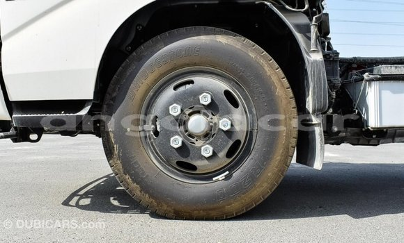 Comprar Importar Hino 300 Series Branco Caminhão em Import - Dubai em Bengo Province