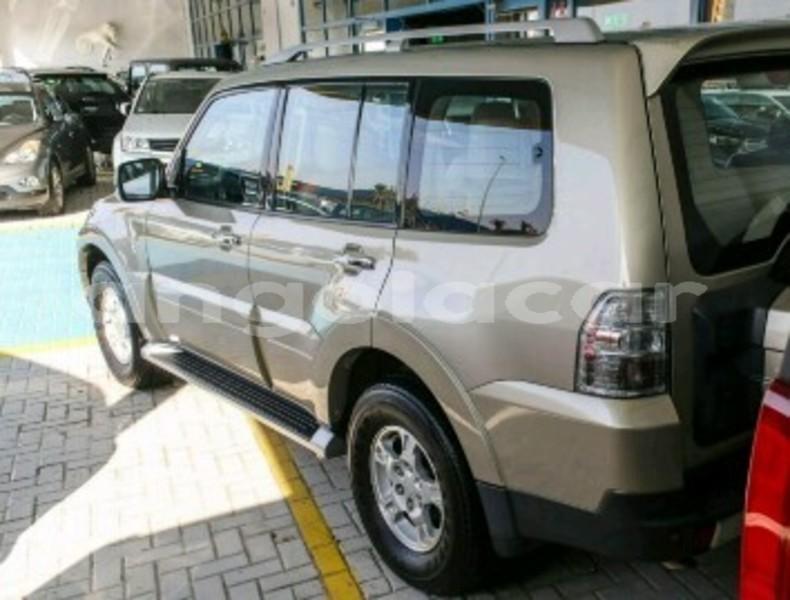 Big with watermark mitsubishi pajero moxico luena 10695