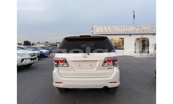 Comprar Importar Toyota Fortuner Branco Carro em Import - Dubai em Bengo Province