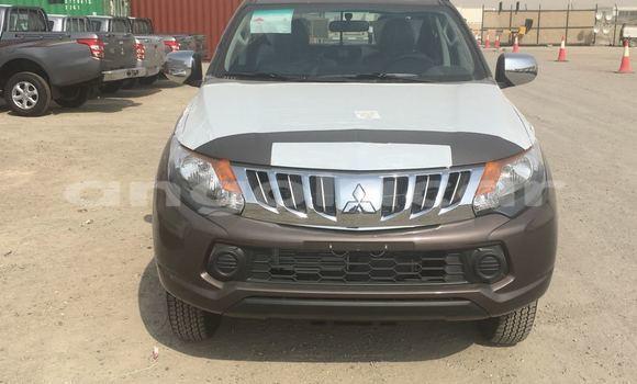 Comprar Novo Mitsubishi L200 Marrom Carro em Import - Dubai em Bengo Province