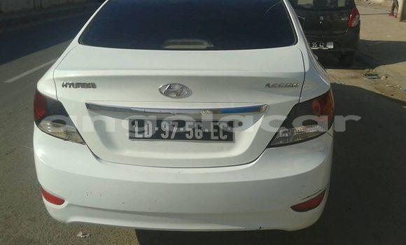 Comprar Usado Hyundai Accent Branco Carro em Luanda em Luanda Province